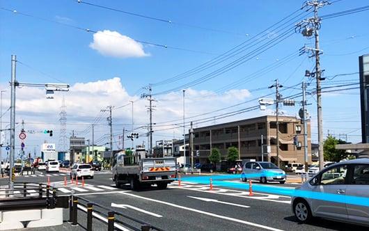 三重県方面からお越しの方 国道1号線を東へ進みます。交差点「佐古木」を右折します。