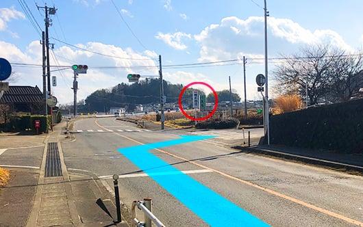 奥州街道(県道114号線)を福島方面から南下してきた方は円東寺さん・樽井商店さんの看板を目印として右へ。